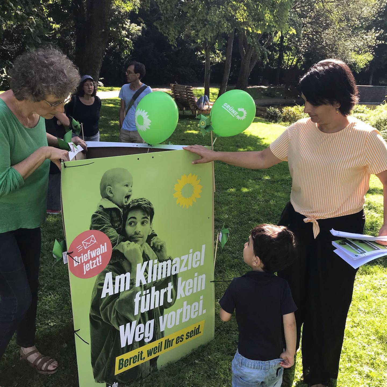 Wahlkampferöffnung im Park